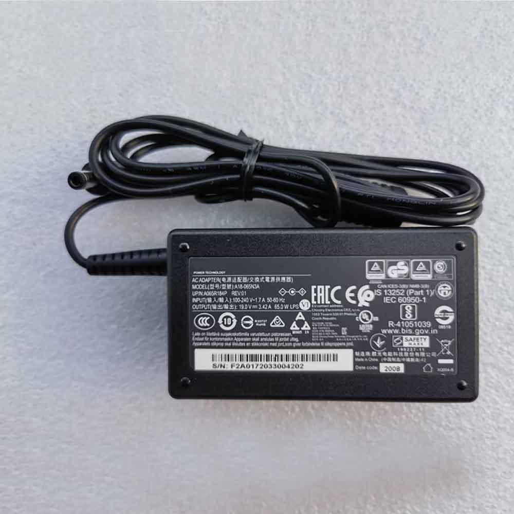 Adaptateur secteur TOSHIBA PA3714U-1ACA